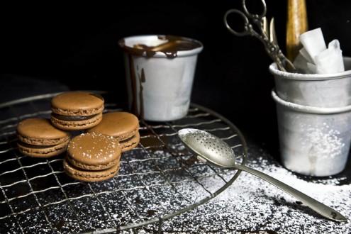 Bitter-chocolate-macaron 1