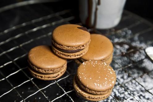 Bitter-chocolate-macaron 2