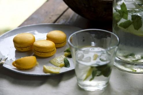 Lemon macaron 2